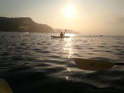 早朝に漕ぎだす