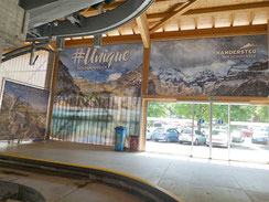 Beschriftung Wand Ausgang Talstation Oeschinensee in Kandersteg