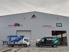 Folienlogos auf Lagerhalle Ceneri Baustelle Tessin