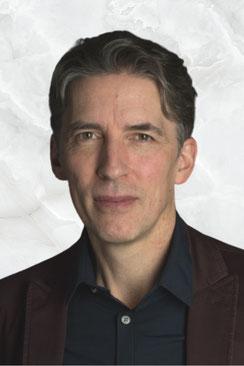Dominik Schott Stärkentrainer: Körpersprache, Storytelling, Präsentationstraining, Moderation
