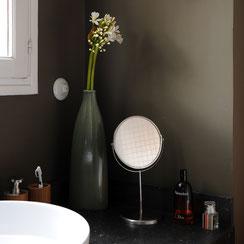 interrupteur; va et vient; porcelaine; rond, rotatif; salle de bain; vasque; blanche; ronde