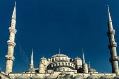 Kuppel und Minarette der blauen Moschee in Istanbul