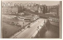 [AK:  Jannowitzbrücke Berlin mit Dampferanlegestelle um 1929, Archiv R. Saalfeld]