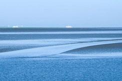 Melanie Stolpmann – Die Nordsee und der Himmel bleiben blau, aber die Schiffe fahren fort!