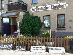"""Wolfgang Hahn – """"Einigkeit und Recht und Freiheit"""" - mit DDR Tradition"""
