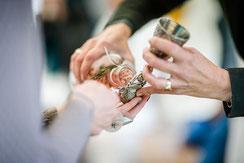 Bild: Brautbecher Ritual bei Freier Trauung Norddeutschland auf Hof Weyhe; Foto: Höfemann Hochzeitsfotografie