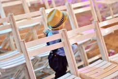 Bild: Stühle für Freie Trauung Norddeutschland;