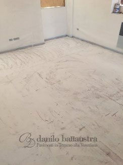 LAYING OF THE EPOXY SCREED