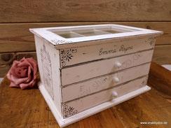 Schmuckkasten aus Holz mit Glas und Schubladen in shabby vintage personalisiert