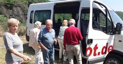 Eine Weinprobe mit Rundfahrt ist mit einem geräumigen bus ein einfaches, entspanntes und in Erinnerung bleibendes Erlebnis.