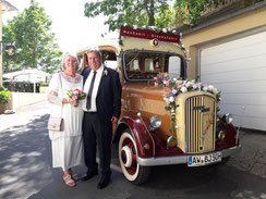 Buchen Sie bei uns im Großraum von Bad Neuenahr-Ahrweiler Ihre Hochzeitsfahrt mit dem Oldtimer
