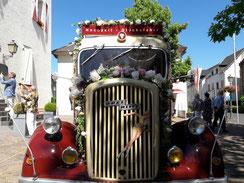 Oldtimer Hochzeitsauto im Ahrtal