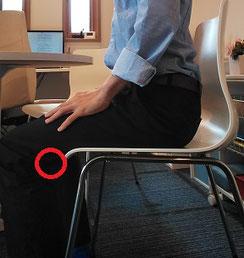 椅子に座ると首痛の奈良県御所市の職員
