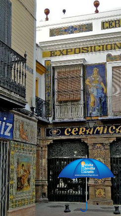 Visit Sevilla Free - Find the blue umbrella in the meeting point- free tour.