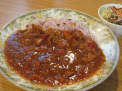 糸島豚、野菜、黒米を使った美味しい特製カレー!