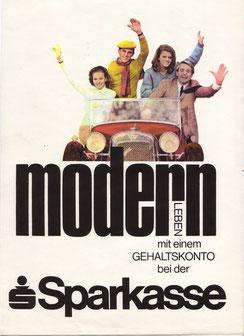 Modern  leben mit einem Gehaltskonto bei der Sparkasse (Cabrio) (Plakat 86x63 cm von 1968).
