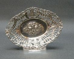 kleine Silberschale, Durchbruchkorb, Blumenbouquet, Silber geprüft,94,0 g., € 95,00