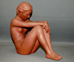 Gmundner Keramik, Alfons Steiner, Keramikfigur, sitzender Frauenakt, Nr.: 2053, € 179,00