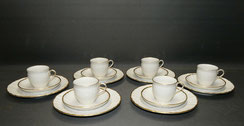 6er Satz 3-Teiliges Kaffeegedeck, KPM Berlin, Porzellan, Rocaille, Goldrand,, € 390,00