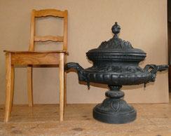 Alte, gusseiserne, Urnenvase mit Deckel Historismus, Höhe 65,0 cm, Ø 50,0 cm, € 950,00