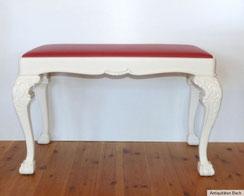 Sitzbank, geschnitzt, Claw & Ball Foot ,rotes Lederpolster, weiße Fassung, € 420,00