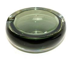 Sehr schwerer Aschenbecher, grau-grünes Glas, Skandinavien, 2710 g., Ø 17,5 cm, € 75,00
