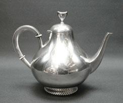 Teekanne Wilkens & Söhne, 835er Silber , Schnurrand, Herzgriff, 850ml, 427 g., € 550,00