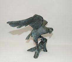 Bronze Figur, Adler auf Ast, Blaue Patina, Spannweite 55,5 cm, 3,24 kg, € 320,00