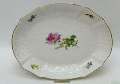 Meissen, Gebäckschale, Gotzkowsky Relief, Blumen, Goldrand, 25,5 x 19,5 cm, € 195,00