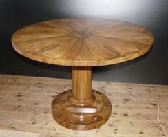 Runder Biedermeier Tisch, Süddeutsch, Nussbaum, Sternfurnier, 1830, Ø 110,0 cm , € 2800,00