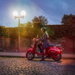 jeune femme sur scooter pour auto ecole du pays mellois 79