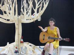 L'arbre à détourne est un tour de contes en solo interprété par Pascale Rambeau