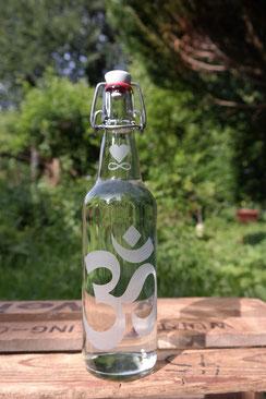 glas flasche 500ml om blume des lebens soulbottle freiglas bügelverschluß keramik wasser rein energy freiburg