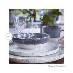 Spots flache Schale graublau, ©Keramikatelier Sabine Schönbohm