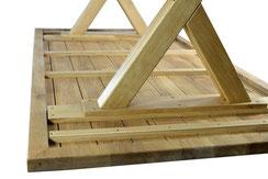 Grosser-Esstisch-aus-Eiche-mit-Gestell-aus-Holz