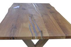 Wohnzimmer-Tischplatte-aus-Eiche-mit-Epoxidharz