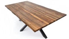 Esstisch-aus-Nussbaum-mit-mit-Baumkante-und-Gestell
