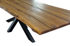Wunderschöne-Tischplatte-aus-Eiche-mit-Epoxidharz
