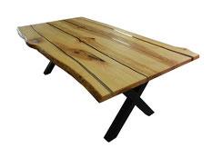 Esstisch-aus-Esche-mit-Gestell-aus-Holz