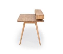 Gazzda-Schreibtisch-Stafa-mit-Hartwachsoel