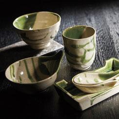 伝統的な美濃焼きの釉薬を使用した落ち着きのある器です。