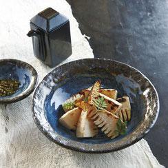 落ち着いた青色は和食に最適です。