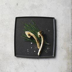 マット黒の色合いは料理を引き立てるのに最適です。