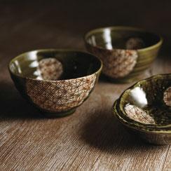 美濃焼きの伝統的な柄を現代風にアレンジした器です。