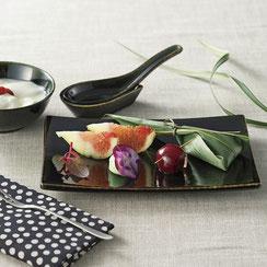 深い緑の色合いは落ち着いた料理に最適な器です。