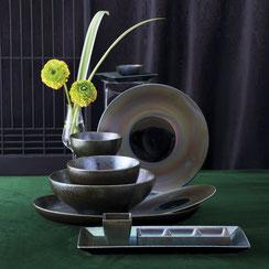 落ち着きのある窯変の器でどんな料理にも合わせやすいシリーズです。