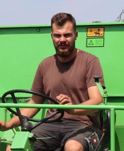 Hilpert's Höfle Chef Niklas gelernter Landwirt aus Liebe zum Tier und zu Dir! Mit viel Gefühl für die Landarbeit und das Tierwohl