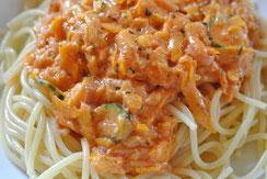 Nudeln mit Zucchini-Soße