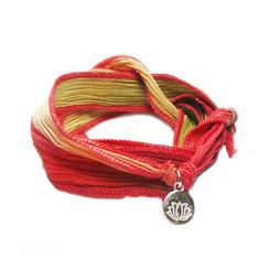 Breites Seidenarmband . Armband aus Seide im Boho & Hippie & Gypsy & Ibiza Syle mit Lotus Anhänger aus Silber.