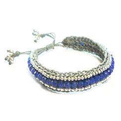 """Armband aus einer Kombination aus Makramee und blauen Schmuckperlen. Buntes """"Boho"""" Bohemian Armband"""